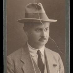 Barbat cca 1920 - Foto cabinet Studio V. Muller Galati, fotografie carton gros