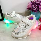 Adidasi albi cu lumini LED si scai pt fetite 26 27 28 29 30 31, Fete