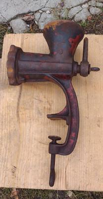 Masina tocat carne veche romaneasca foto