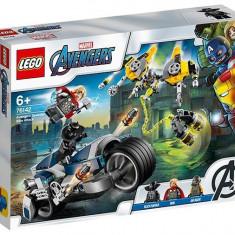 LEGO Marvel Super Heroes - Atacul Razbunatorilor cu motocicleta 76142
