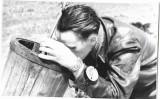 B709 2 poze pilot roman aviatie cu ceas de pilot german anii 1950