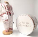 Cumpara ieftin Set Costum National pentru baieti Raul 5: costumas si cutie Botez Traditional