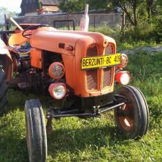 Vând tractor fiat 410