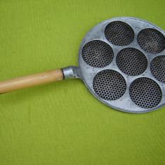 Tigaie suedeza din aluminiu pentru ochiuri de oua
