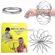 Jucarie Kinetica interactiva Bratara Metalica Magic Ring Toroflux 13cm