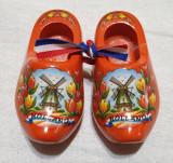 Jucarie de colectie Saboti - Papuci miniaturi din lemn