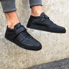 Pantofi sport pentru barbati, negri, piele ecologica, cu siret si arici, design perforat - Cano