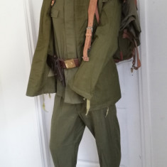 Uniforma militara kaki Sergent Vânători de munte RSR cu ranita casca bocanci VM