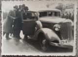 Tineri romani cu automobil de epoca, numere de Bucuresti, 1934// fotografie