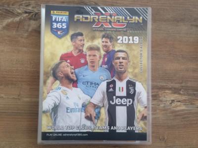 Panini FIFA 365 Adrenalyn XL Binder si 288 carduri Team Mates si Fans diferite foto