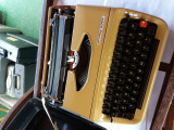 masina de scris PRIVILEG 270T galbena