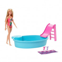 Set papusa Barbie cu piscina