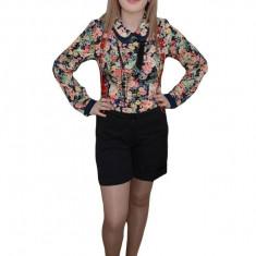 Pantalon scurt, nuanta de negru, cureluse rosii moderne