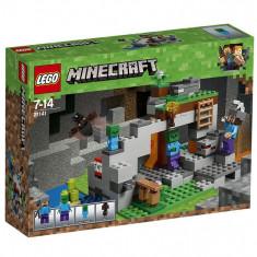 Set de constructie LEGO Minecraft Pestera cu zombi
