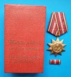 Set complet decoratie militara Republica Populara medalie cutie si bareta 1964