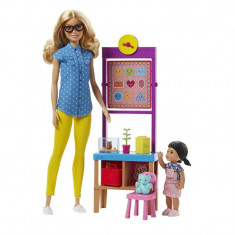 Papusa profesor Barbie Made to Move, 3 ani+