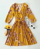 Rochie eleganta ieftina plisata galbena cu imprimeu floral si maneci trei sferturi
