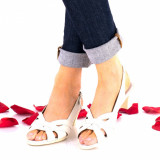 Sandale dama crem din piele naturala si piele naturala lacuita toc 4cm - NA229