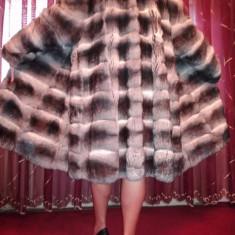 Vind haina de blana din chinchilla Brand Gianfranco Ferre.