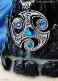 Pandantiv viking Triskelion cu cristale
