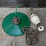 Cumpara ieftin LAMPA VECHE DE TAVAN IN STIL RETRO INDUSTRIAL, TABLA EMAILATA, ALAMA SI PORTELAN