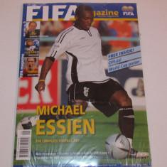 Revista-Magazin oficial fotbal-FIFA+Poster oficial Cupa Mondiala 2006 (mai 2006)