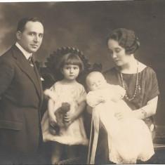 Fotografie portret familie poza veche interbelica