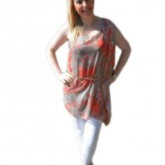 Bluza trendy cu maneci asimetrice, culoare bej cu flori corai