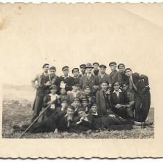 Fotografie elevi romani in excursie perioada interbelica