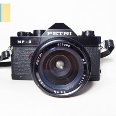 Petri MF-3 cu obiectiv Petri 28mm f/2.8 (montura Pentax K-mount)
