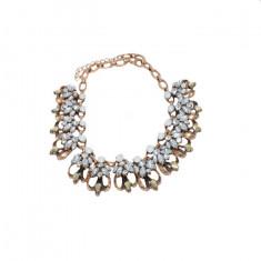 Colier auriu sweet, cu design de cristale argintii si albe