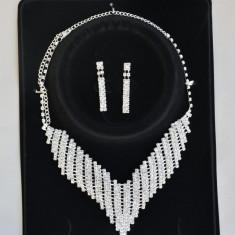 Set de bijuterii din colier si cercei, culoare aurie sau argintie