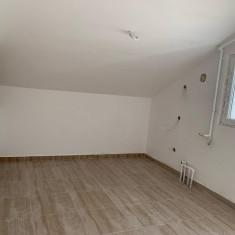 Vand apartament in zona Tractoru