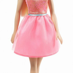 Papusa Barbie cu rochita roz deschis
