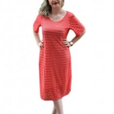 Rochie de ocazie, cu o curea subtire, de culoare corai