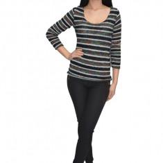 Bluza tricotata,model multicolor ,nuanta neagra, Negru