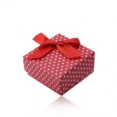 Cutie roșie de cadou pentru inel sau cercei, buline albe, fundă