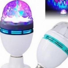 Super efect disco: Bec rotativ multicolor LED, cu adaptor priza inclus