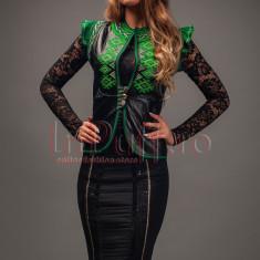 Vesta Venezia din piele ecologica neagra cu broderie verde