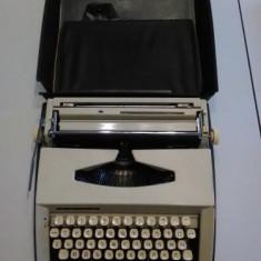 Masina de scris cu litere chirilice