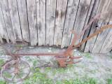 Vand plug de fier cu rotile pentru toate animalele