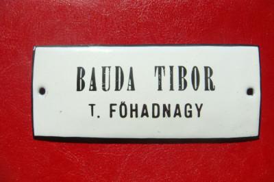 WWI UNGARIA MINISTERUL RĂZBOIULUI BAUDA TIBOR LOCOTENENT PLACĂ METAL CU EMAIL foto