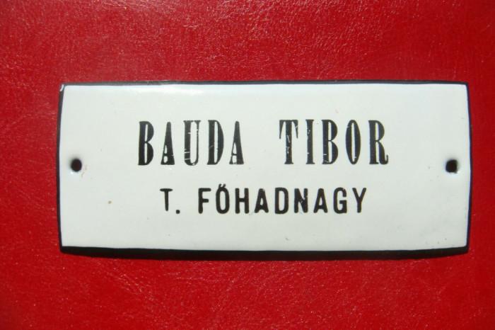 WWI UNGARIA MINISTERUL RĂZBOIULUI BAUDA TIBOR LOCOTENENT PLACĂ METAL CU EMAIL