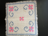 Etamina lucrata manual roz cu albastru