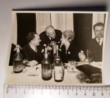 Fotografie petrecere, participant poetul George Lesnea, Alb-Negru, Romania de la 1950