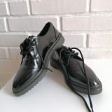 Pantofi ZARA lacuiti, cu siret, stil Oxford, marime 35, Negru, Cu talpa joasa