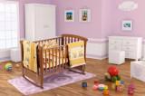 Set pentru patut bebe, cearceaf cu elastic pentru saltea de saltea 60x120x10 cm, pernuta 37 55 cm, pilota 100 105 cm, aparatori 180x45 cm, model Honey