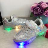 Adidasi argintii cu lumini LED si scai pt fetite 27 28 29 30, Fete