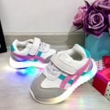 Cumpara ieftin Adidasi albi roz gri cu lumini LED - beculete pt fete 21 22 24