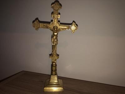 Crucifix,cruce veche din bronz,cu Isus rastignit foto